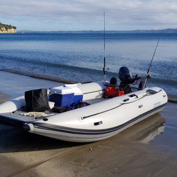 Bateau pneumatique catamaran Takacat 420 LX plage